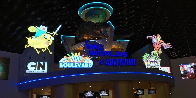 Robb & Elissa in the UAE: IMG Worlds of Adventure!